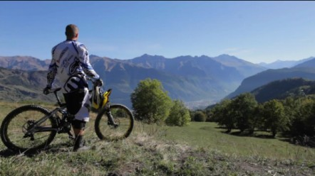 Summer-in-rhone-Alpes-video-5022-442-251